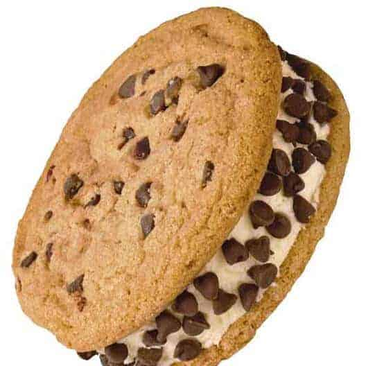 Ice cream with chocolate chips between two cookies